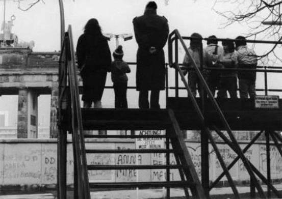 1988 Blick über die Mauer von West nach Ost